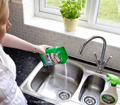 déboucher évier avec produit écologique