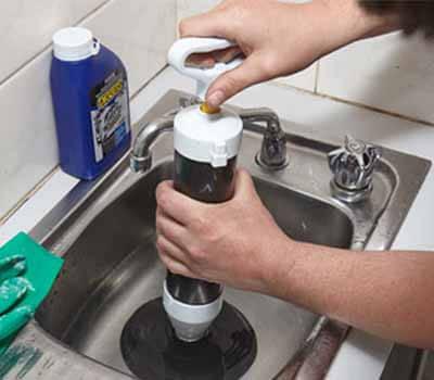 déboucher lavabo avec pompe à vide