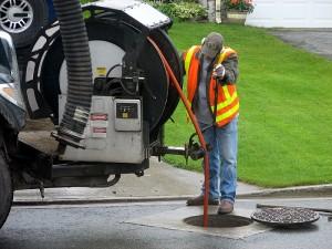 débouchage égout avec auto pompe